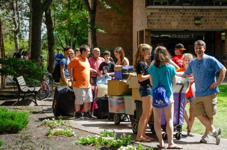 UB volunteers help a new UB student move into the residence halls.